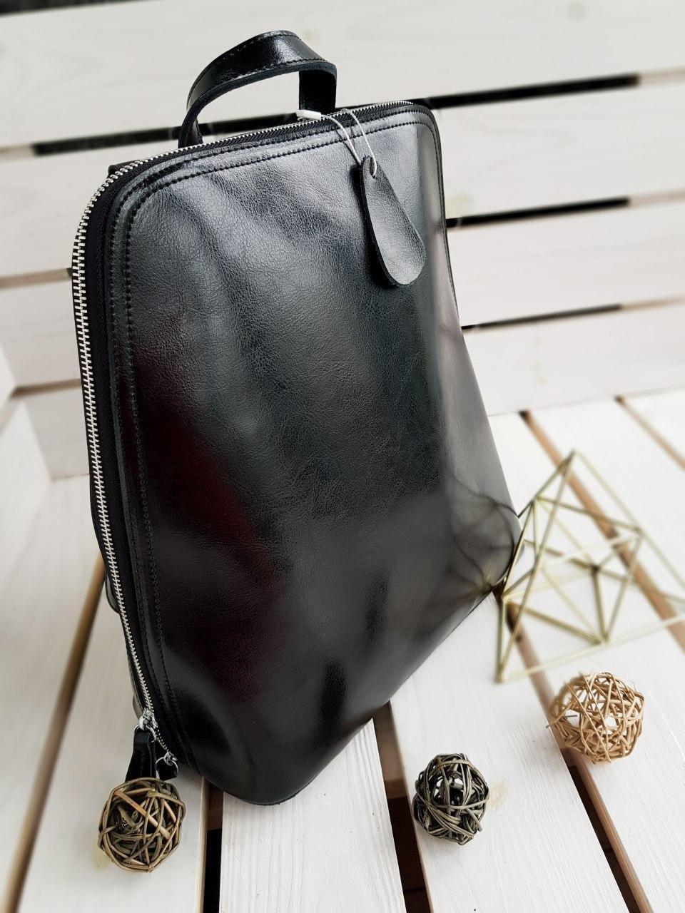 Кожаный женский рюкзак размером 33х29х14 см Черный