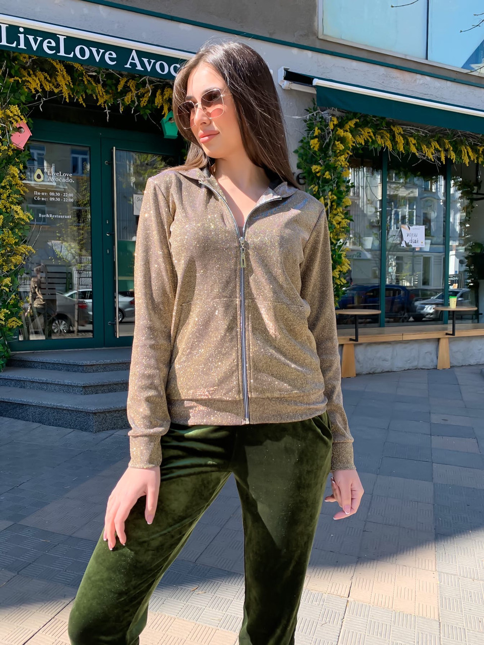Женский бархатный брючный костюм с мастеркой на молнии vN8001