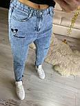 Женские джинсы МОМ с вышивкой Микки Маус и разрезом на штанине vN8038, фото 3