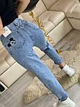 Женские джинсы МОМ с вышивкой Микки Маус и разрезом на штанине vN8038, фото 4