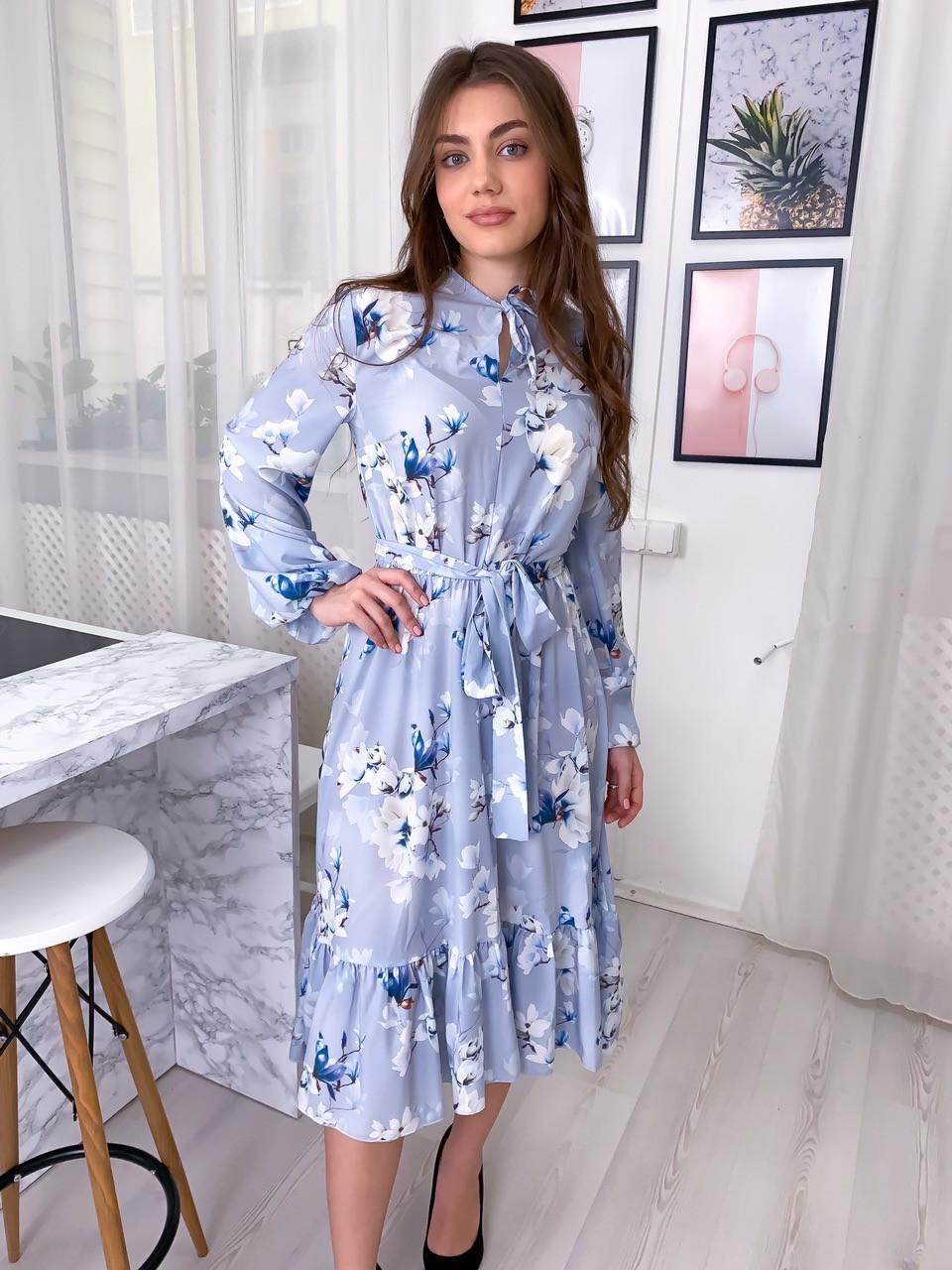 Летнее платье рубашка с расклешенной юбкой миди и оборками vN8078