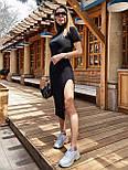 Черное платье облегающее с высоким горлом, коротким рукавом и разрезом на ноге vN8104, фото 3