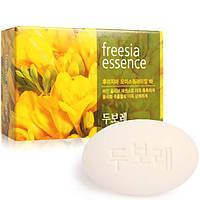 Душистое мыло для рук и тела Amore Pacific Happy Bath Freesia Essence Soap 100 г (8806403031717)