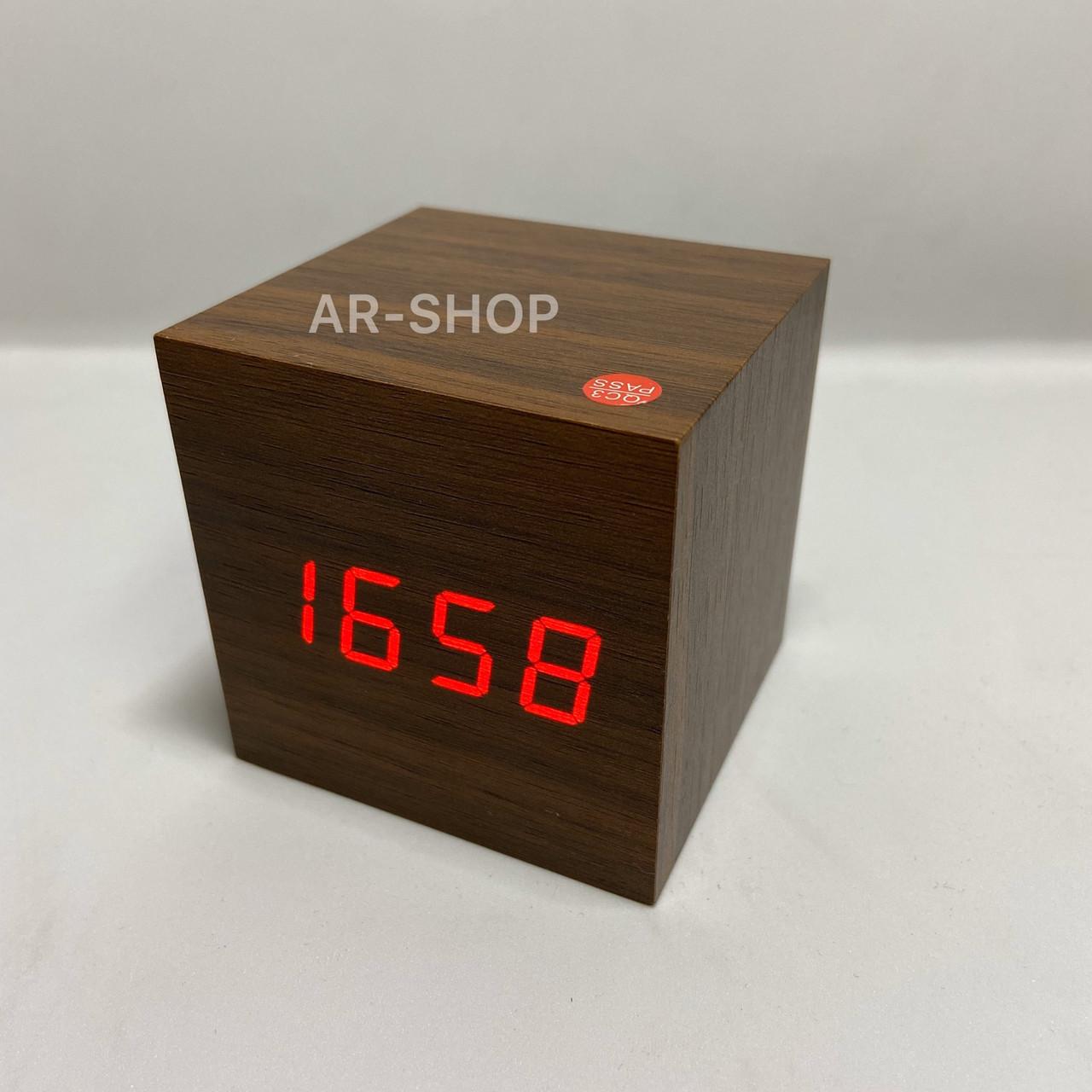 Электронные настольные часы LED WOODEN CLOCK VST 869 кубик под дерево коричневый, красная подсветка