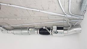 В достаточно ограниченном потолочном пространстве кладовки удалось разместить вытяжную систему офиса.