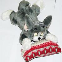 Мягкая игрушка озвученная кот том на подушке