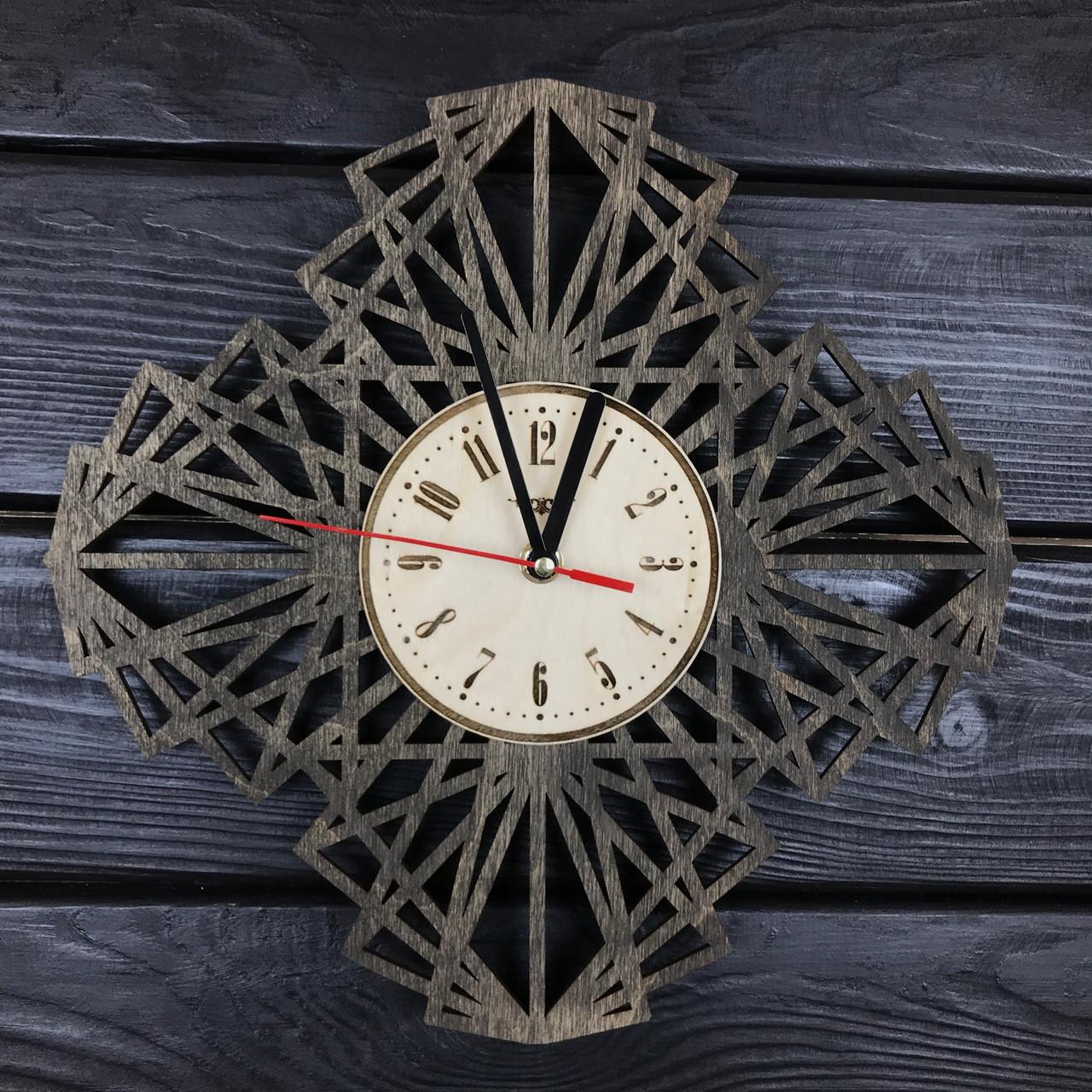 Геометрические настенные часы из дерева