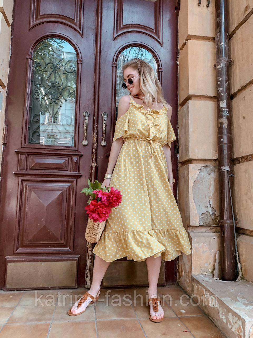 Женский летний сарафан/платье с открытыми плечами и оборками миди
