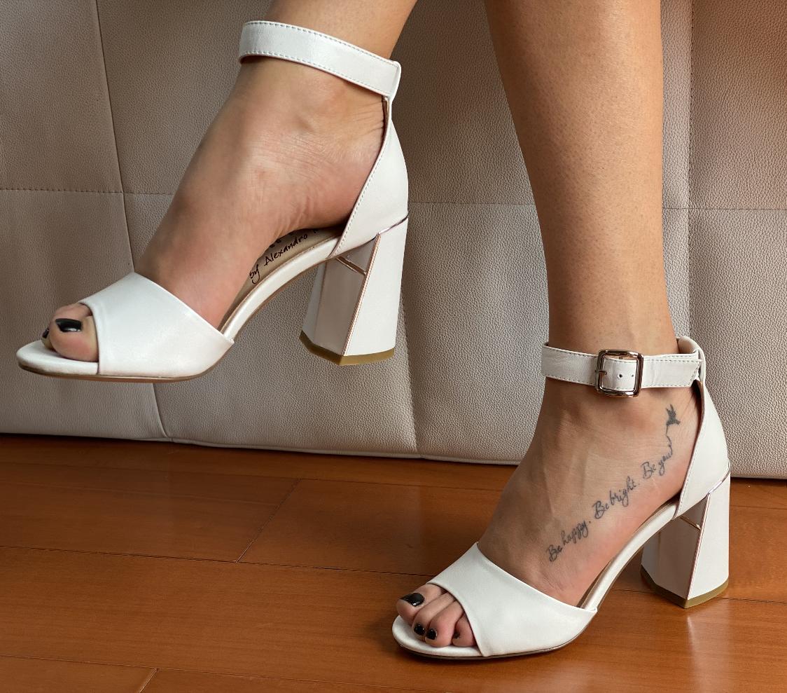 Босоніжки жіночі білі шкіряні