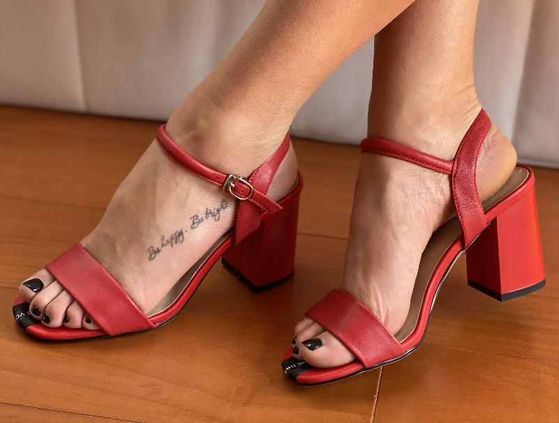 Босоніжки жіночі червоні шкіряні