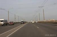 З 1 жовтня по 1 травня водії зобов'язані вмикати фари за містом