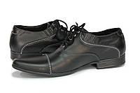 Оригинальные кожаные туфли классического типа с закругленным вытянутым носком.