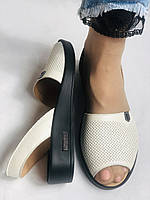 Модні босоніжки, білі на низькій платформі.Натуральна шкіра. Магазин .38.40 Vellena, фото 9