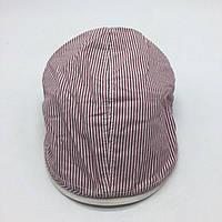 Мужская кепка-реглан в полоску.