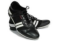 Кожаный мужской туфель спортивного типа.