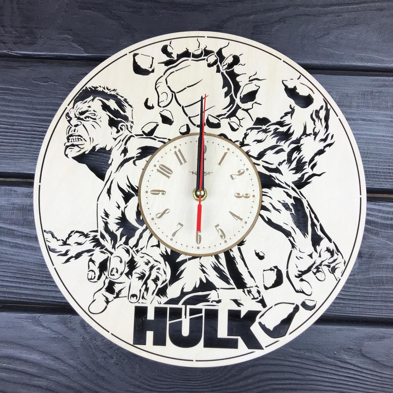 Концептуальные настенные часы в интерьер «Халк»