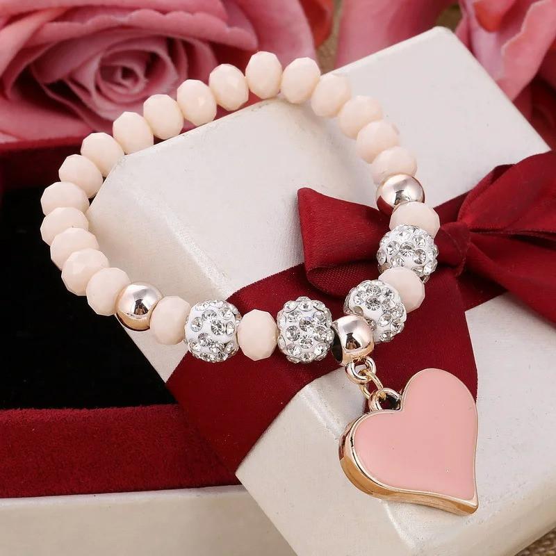Женский браслет с сердцем