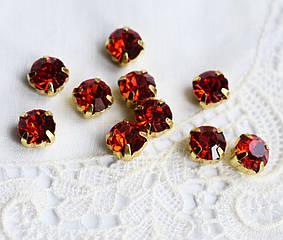Стразы стеклянные Шатон 7мм, пришивные в оправе, красный/золотистый