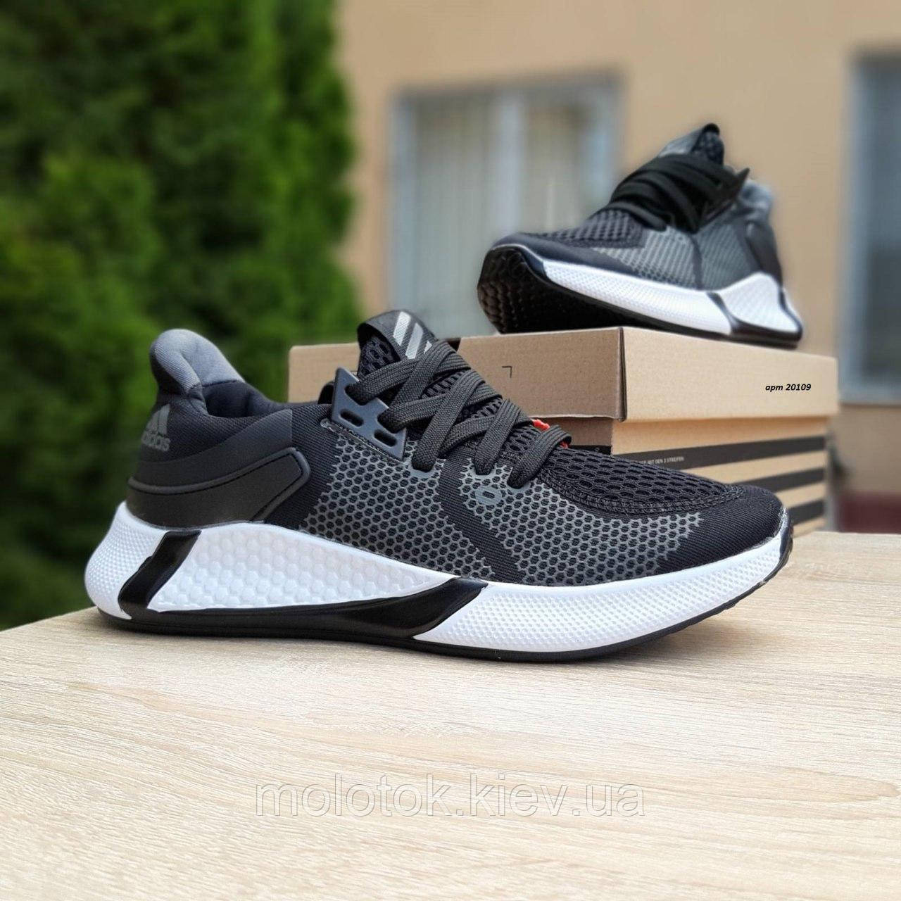 Женские кроссовки в стиле Adidas чёрные на белой