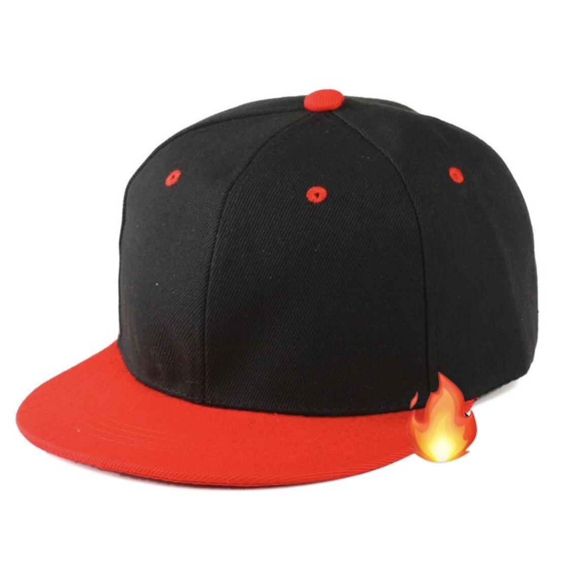 Кепка с прямым козырьком однотонная черно красная