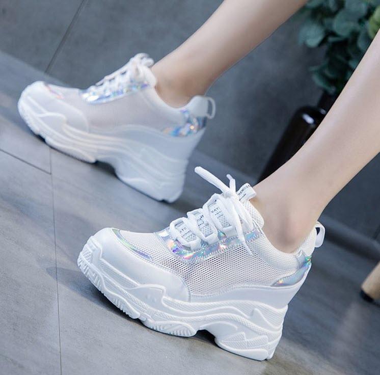 Стильные белые кроссовки на высокой подошве с голографическими вставками, 36 - 40