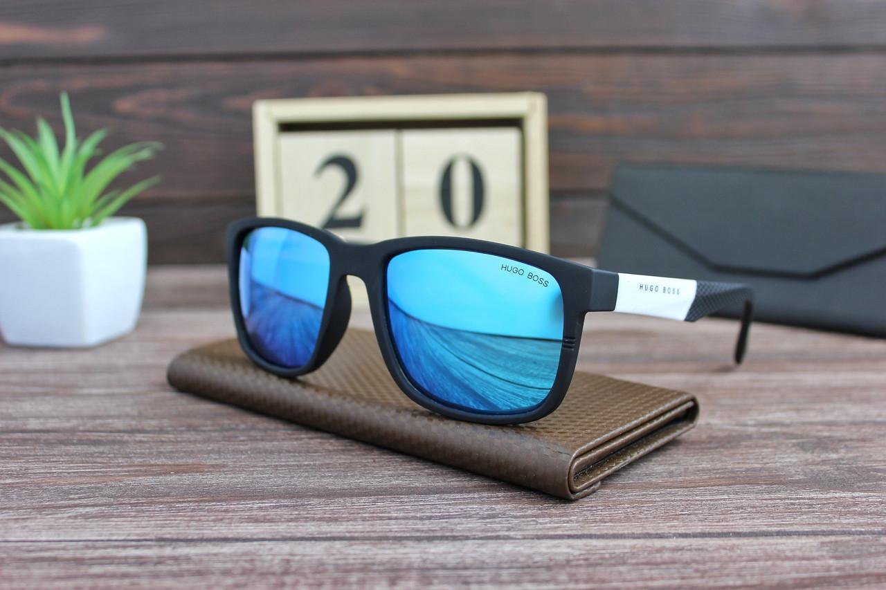 Мужские солнцезащитные очки Хьюго Босс черно-белые с синими линзами