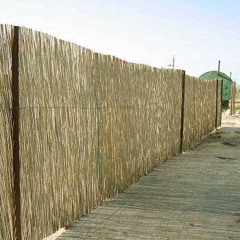 Камышовый забор прошитый леской