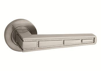 Ручка дверна на розетці Steps