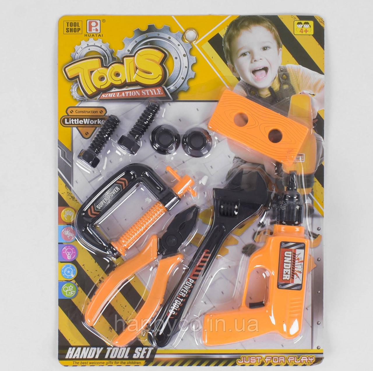 Детский игровой набор инструментов на листе