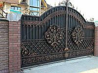 Эксклюзивные кованые ворота с коваными инициалами