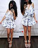 Женский летний комбинезон шортами / ромпер с открытыми плечами и цветочным принтом (в расцветках), фото 3