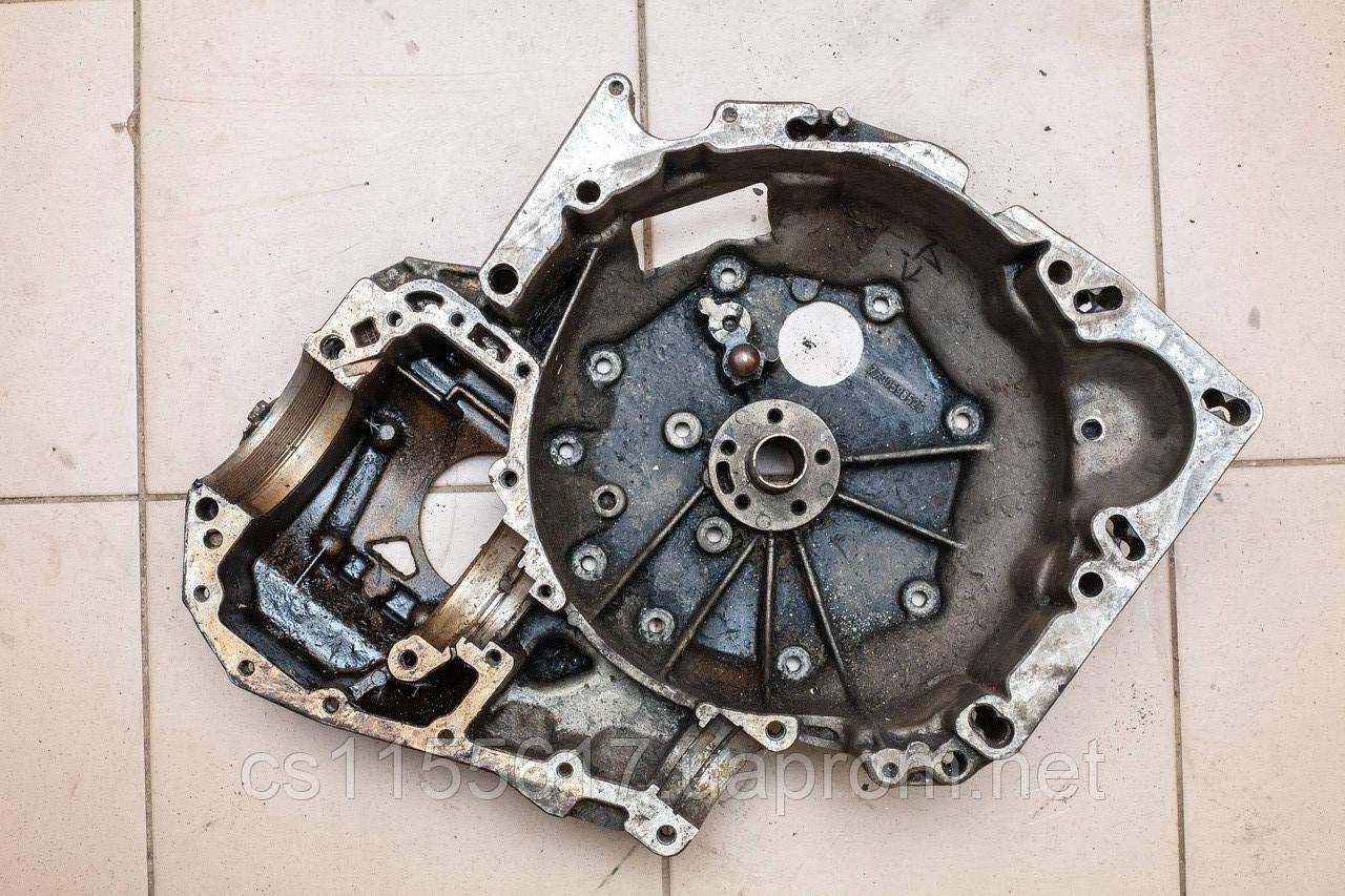 Корпус КПП / кожух сцепления Renault Trafic 2.1D 7700598525