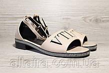 Бежевые женские босоножки на невысоком каблуке. Размеры 36-41.