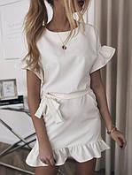 Летнее короткое платье с воланами и пояском белое