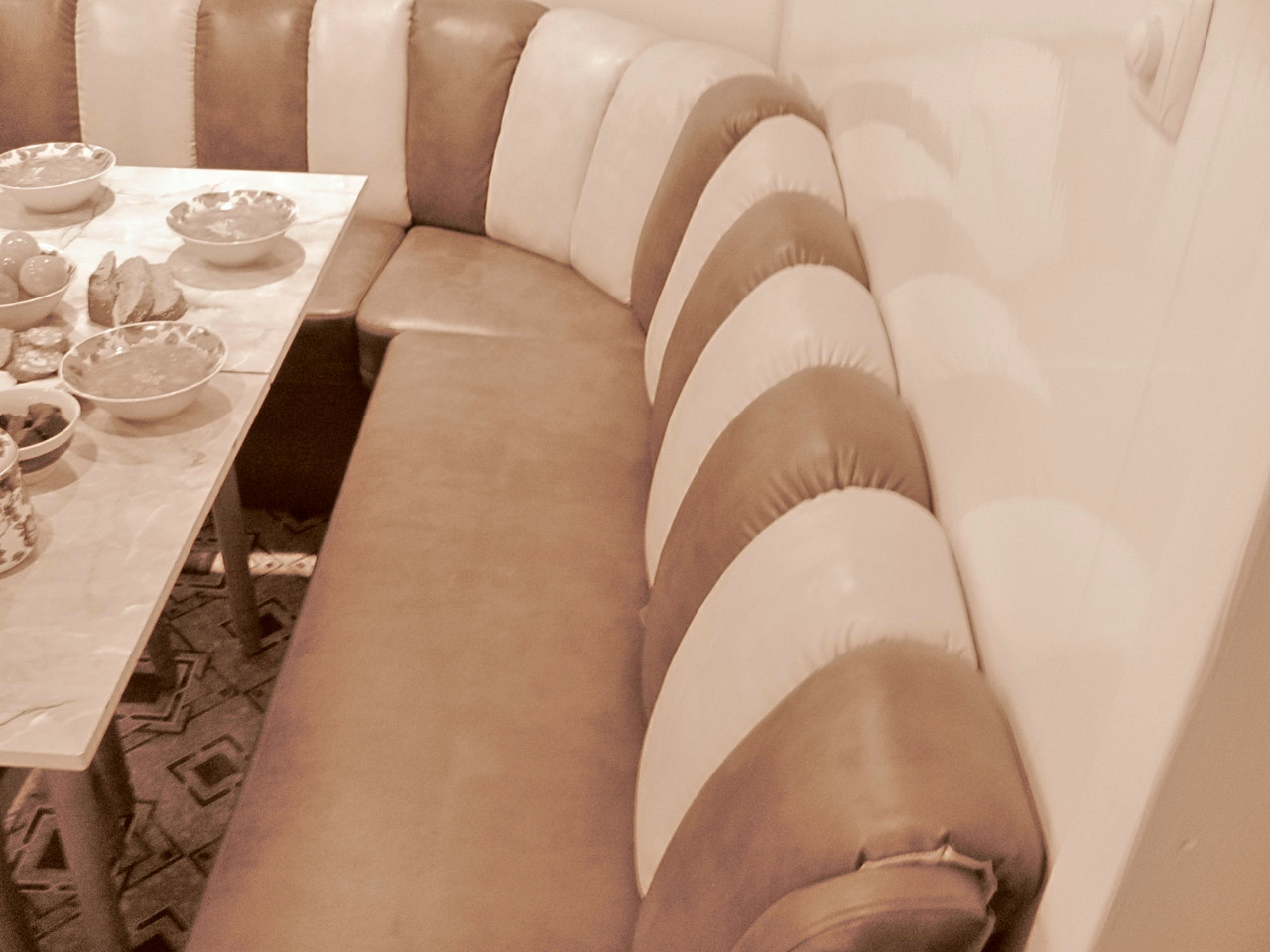 Комбинированный угловой диван на кухни