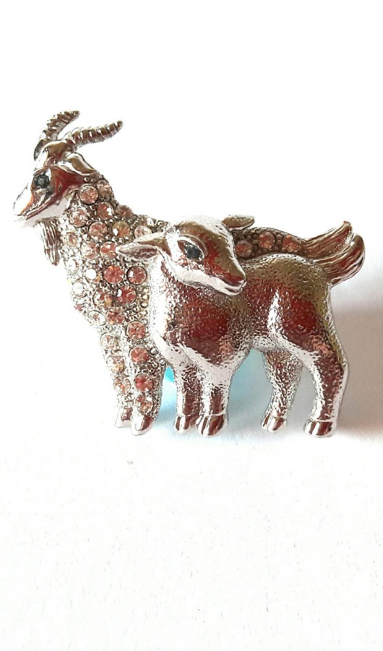 Брошь(35х25) Козочка и ребёнок-козлик роскошные в ярких камнях