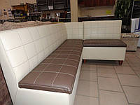 Мягкий кожаный угловой диван  для кухни