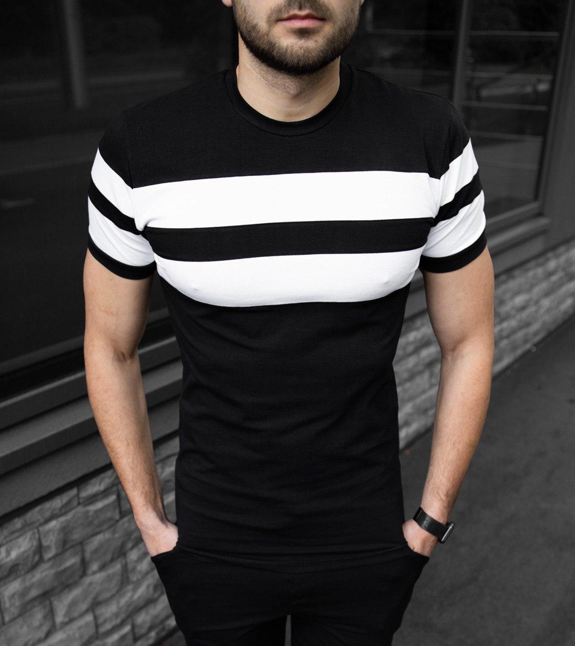 Чоловіча футболка чорна в смужку
