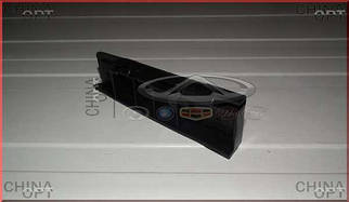 Направляющая переднего бампера, правая (пластик)