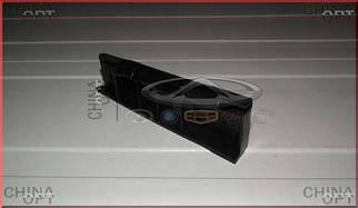 Напрямна переднього бампера, права (пластик)