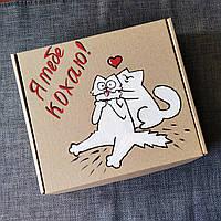 Подарочная картонная коробка Я тебе кохаю Котики с ручной росписью и бумажным наполнителем.