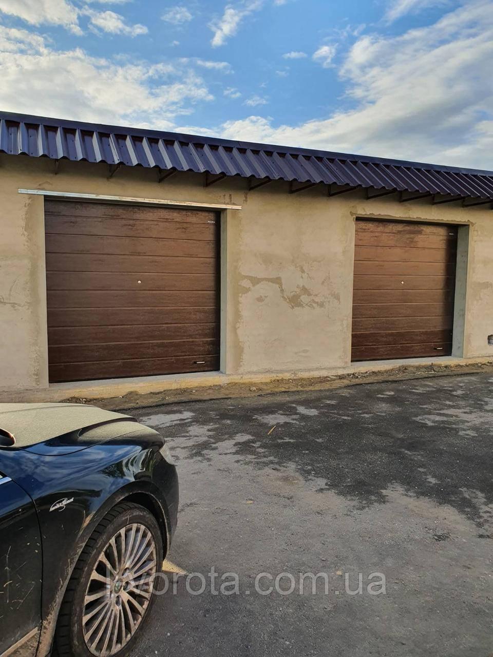 Секционные гаражные ворота DoorHan 2500*2500 (коричневый цвет)