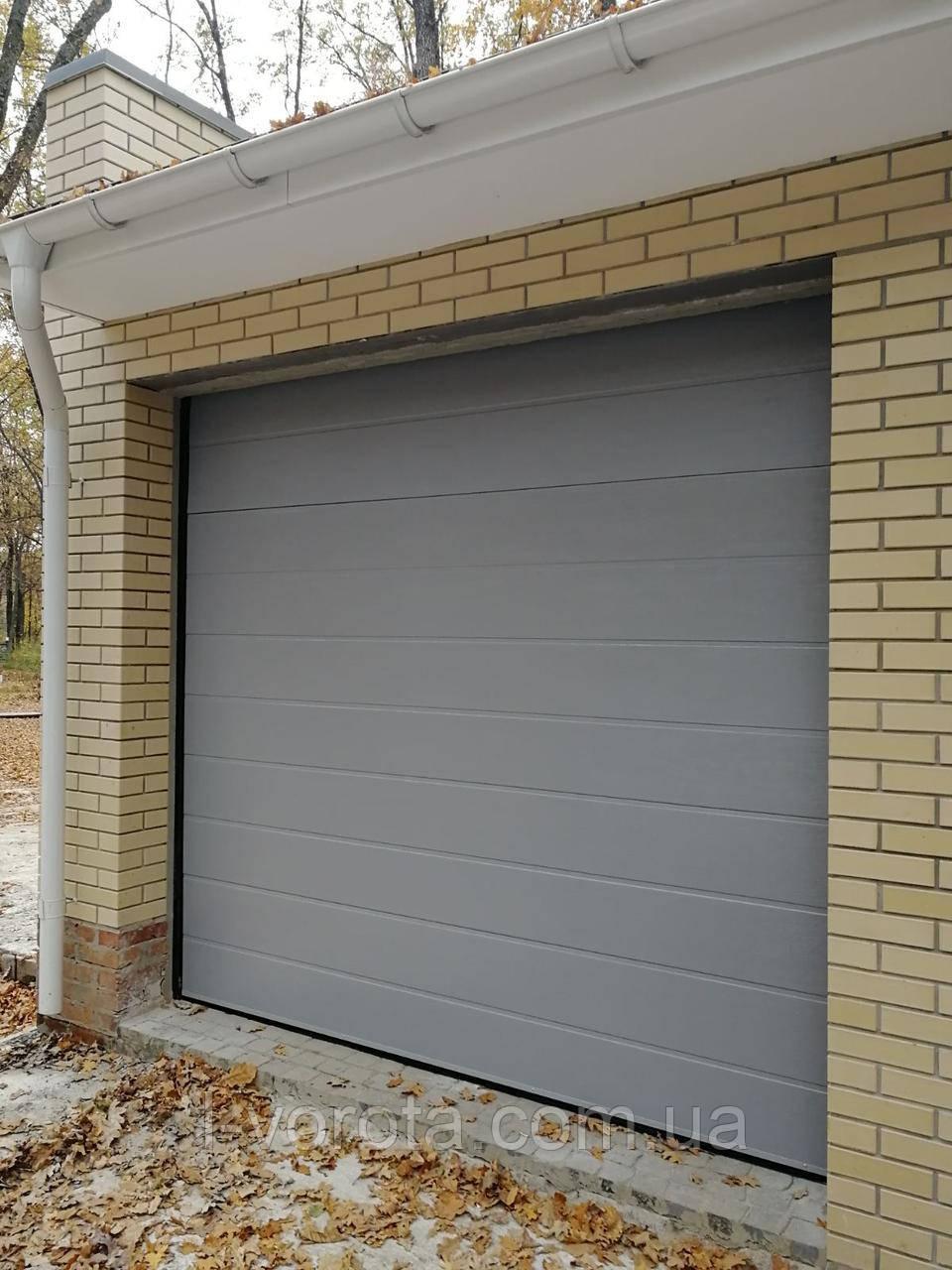 Секционные гаражные ворота DoorHan 2600×2400 (цвет серый)