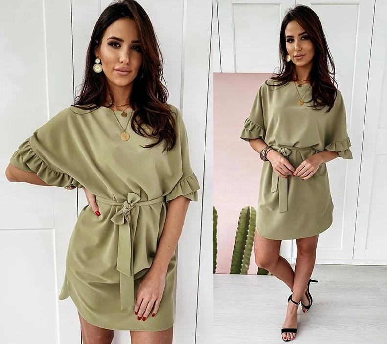 Летнее короткое свободное платье с поясом и широкими рукавами с оборками зеленое