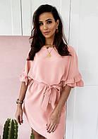 Свободное летнее платье больших размеров с поясом и рюшами на рукавах персиковое