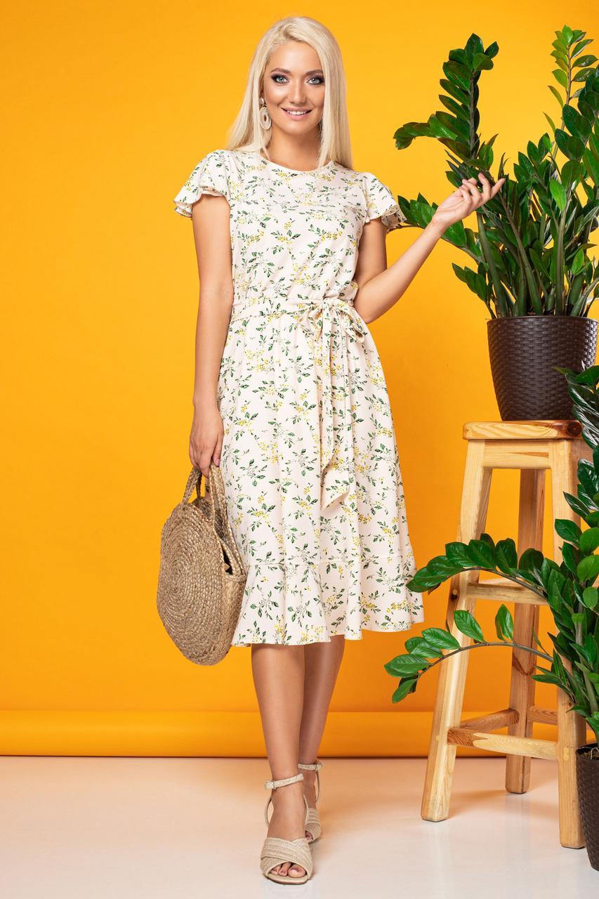 Бежевое платье с цветами с воланчиком на рукавах