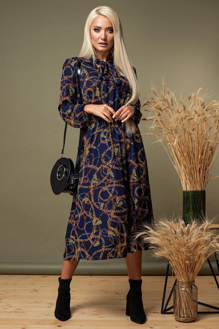 Темно-синее платье с цепями