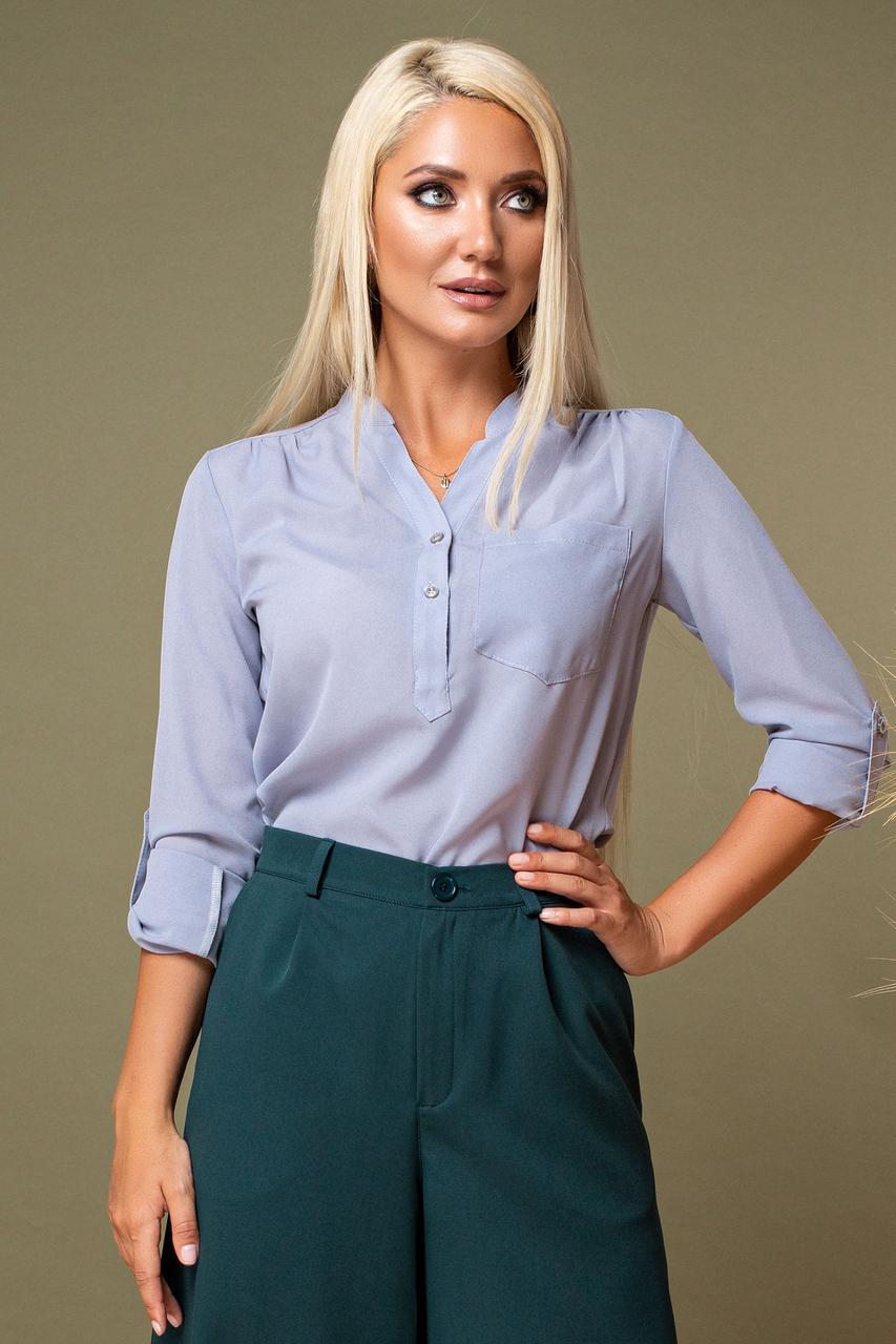 Серая блузка с V-образным вырезом