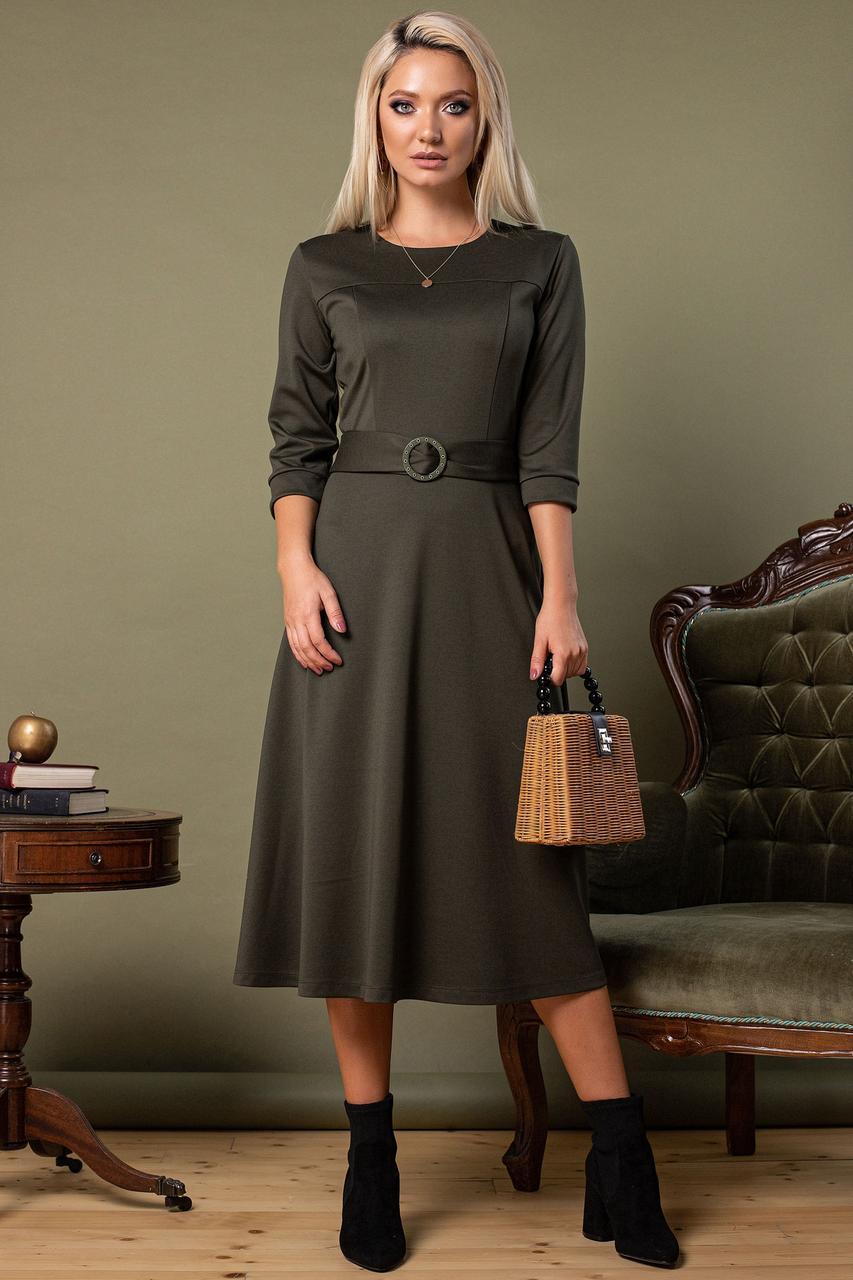 Платье с поясом и пряжкой цвета хаки