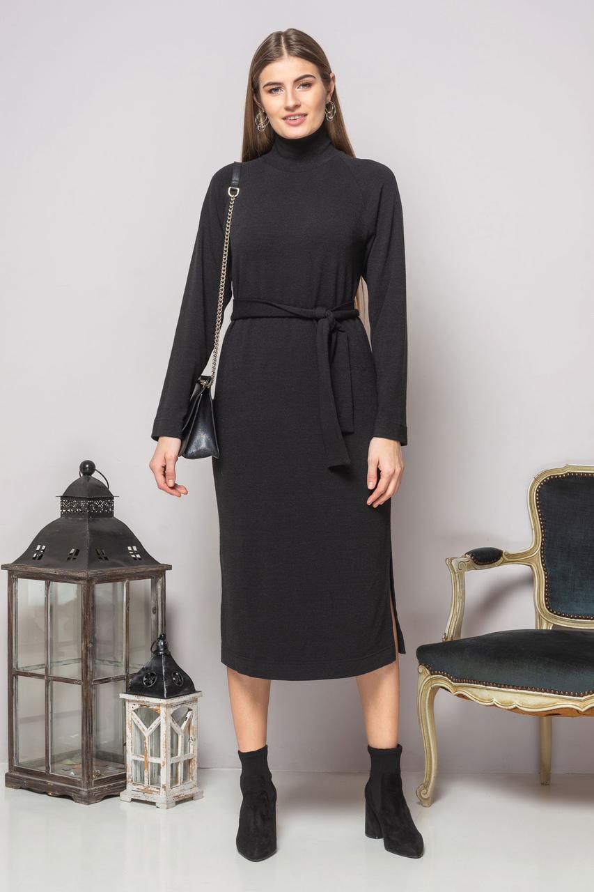 Черное платье с поясом и разрезами